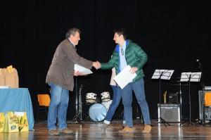Lorenzo Udina premiato dal dottor Massimo Toffolo