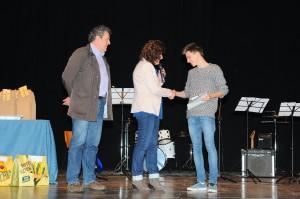 Paolo Dicandia premiato dall' assessore alla cultura Anna Olivetto, accompagnata dal dottor Massimo Toffolo